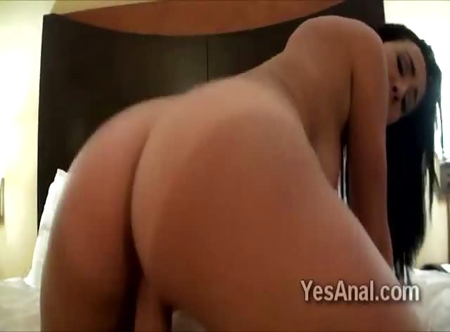 Big booty brunette Stephani Moretti bounces her ass in amateur POV